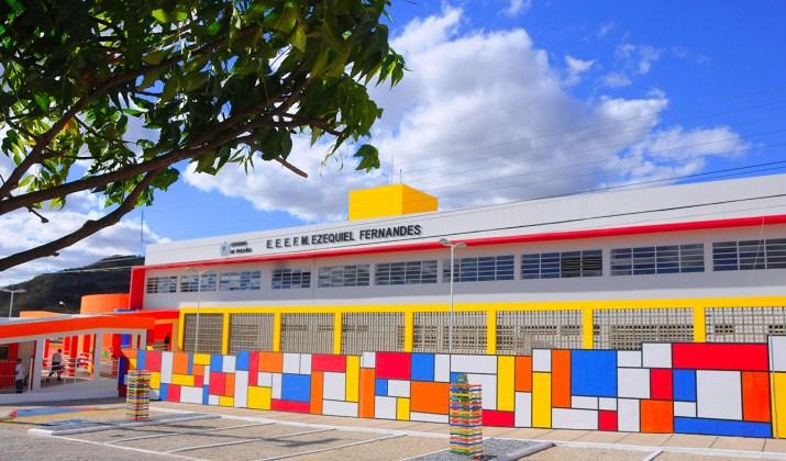 Na ocasião, Ricardo visitou as dependências da escola, acompanhou apresentações culturais e recebeu homenagens dos alunos