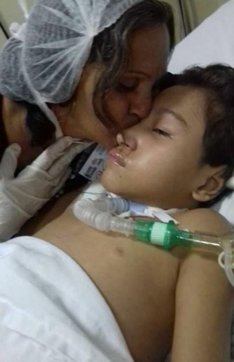 Visita da avó de José Felipe ao hospital