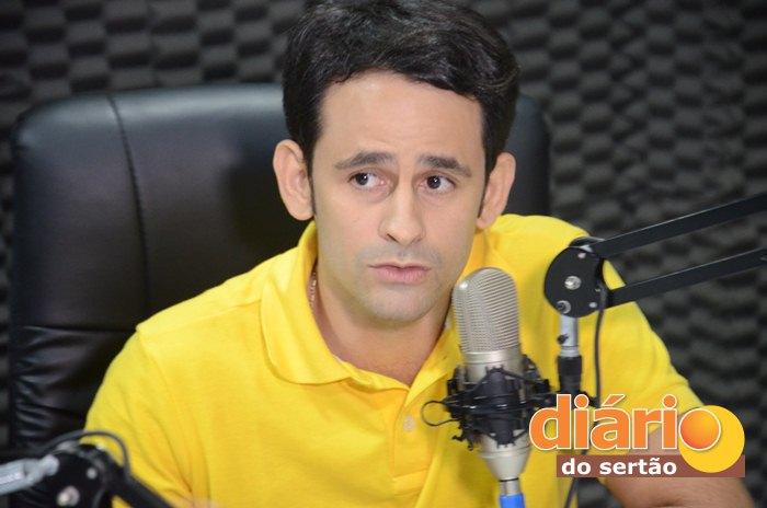 Médico Ataíde Gonçalves Diniz foi eleito prefeito no Lastro (foto: Charley Garrido)