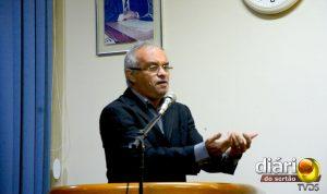 Vereador Ivanildo Dunga na tribuna da Câmara
