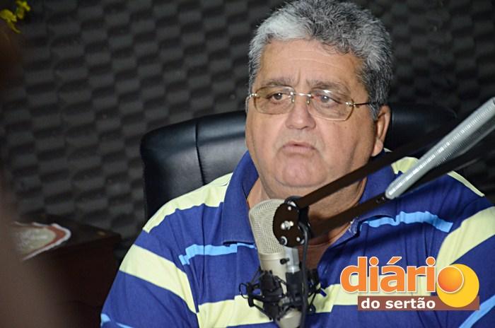 Candidato Célio da Usina foi entrevistado na TV Diário do Sertão (foto: Charley Garrido)