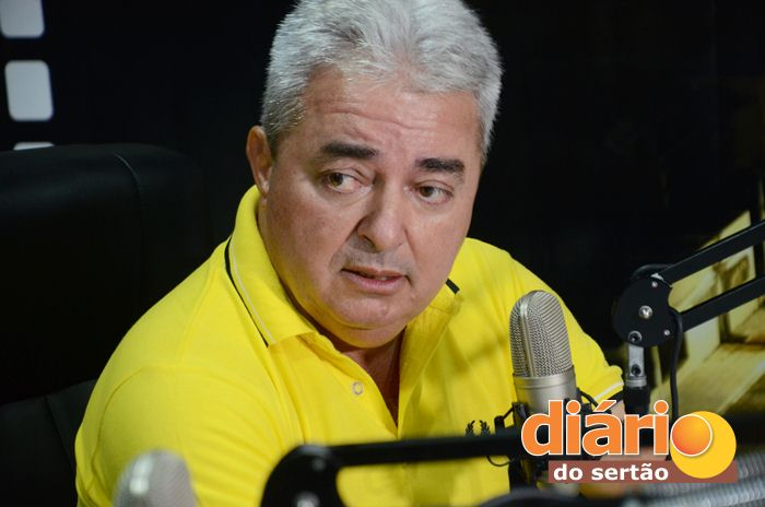 Salvan Mendes foi reeleito prefeito de Nazarezinho (foto: Charley Garrido)