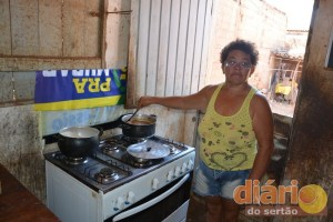 Família tem se alimentado com ajuda de vizinhos