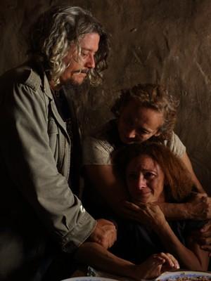 Camilo Cavalcante, com Zezita Matos e Marcélia Cartaxo durante as filmagens do longa (Foto: Nicolas Hallet / Divulgação)