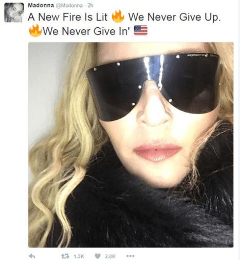 """Madonna, que apoiou abertamente a democrata, soltou uma mensagem de esperança: """"Um novo fogo foi aceso. Nunca desistiremos. Nunca nos entregaremos"""""""
