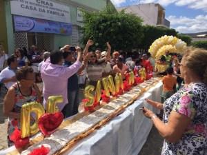 Populares cantam parabéns para Bonito de Santa Fé (Foto: Fred Lacerda)