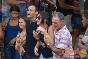 Amigos e parentes choram a morte de José Felipe