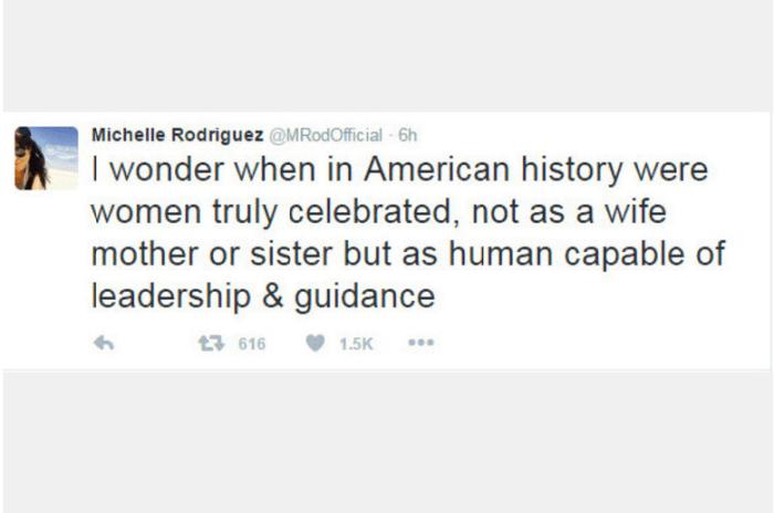 """A atriz Michelle Rodriguez, ativista de causas LGBT, se manifestou e não ficou nada contente com a vitória do republicano. Sobre Hillary ter perdido a eleição, ela disse: """"Fico pensando quando, na história da América, as mulheres foram celebradas verdadeiramente não como esposas, mulheres ou irmãs, mas como um ser humano capaz de liderar e mostrar caminhos"""""""