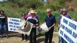 População manifestando por revitalização do Rio Piancó