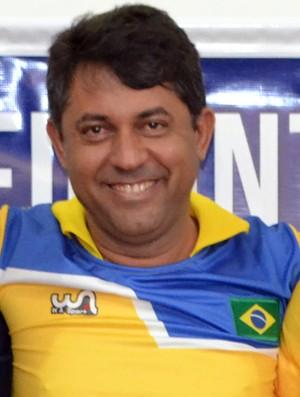 Técnico do Trovão, Júnior Gomes já tem mais de um time completo para trabalhar no Paraibano 2017 (Foto: Jocaff Souza/GloboEsporte.com)