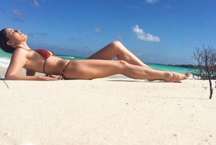 Fernanda Vasconcellos exibiu corpão em resort no caribe Reprodução / Instagram