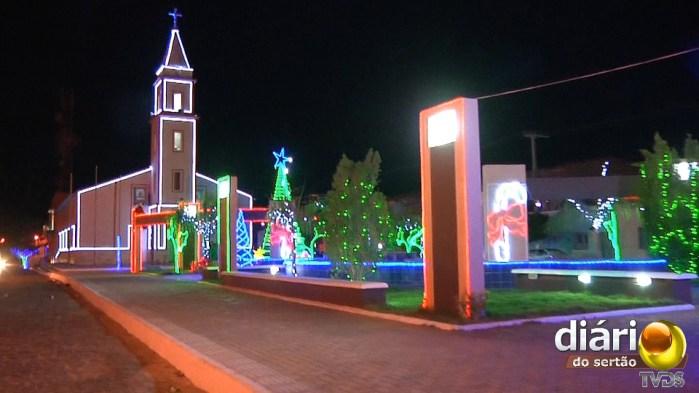 Ornamentação natalina do Natal Luz de Santa Helena-PB