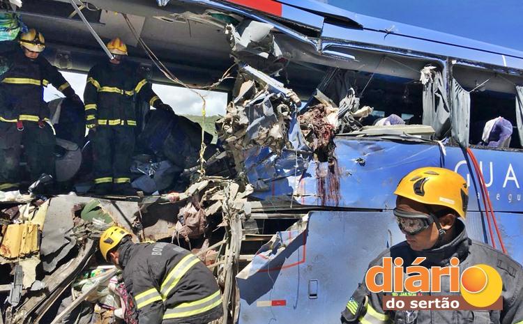 acidente onibus guanabara br 020 2 - LAUDO CONFIRMA: ônibus da Guanabara que saiu da PB invadiu contramão e causou acidente com 9 mortos