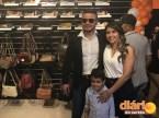 Romário ao lado da esposa e filho na reinauguração do Torrão do Jeans