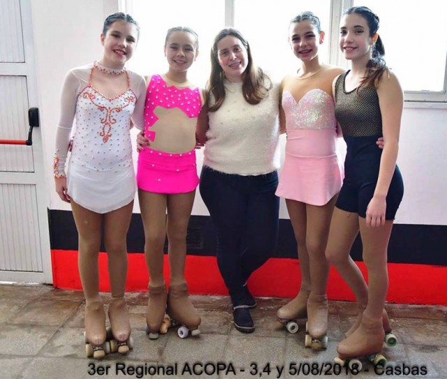 Daniela y 4 patinadoras