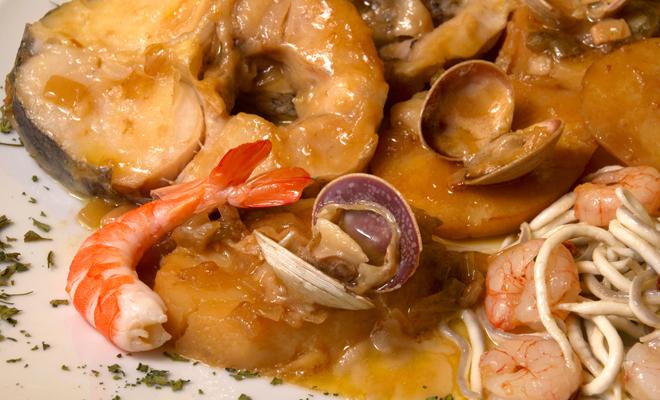 Recetas de platos principales para Navidad: merluza con langostinos