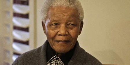 Mandela, de 94 años, se disponía este lunes a pasar su cuarta noche en un hospital de Pretoria