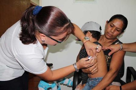 Uno de los objetivos fundamentales de esta actividad es completar el esquema de vacunación de niños y niñas en edad preescolar, por lo que los CEI son uno de los focos más frecuentados para llevar a cabo dicha jornada