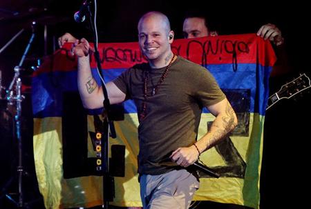El dueto puertorriqueño Calle 13 llenó la céntrica Plaza de Bolívar de Bogotá AGENCIAS