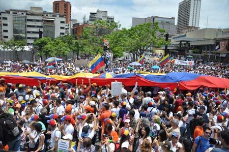 En diferentes ciudades del país la sociedad civil y estudiantes se concentraron para exigir la liberación de los presos políticos AGENCIAS