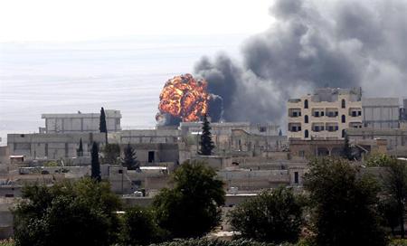 Al menos 30 miembros del grupo yihadista Estado Islámico (EI) murieron en las últimas horas en bombardeos aéreos de la coalición internacional cerca de la presa de Mosul CORT. REUTERS