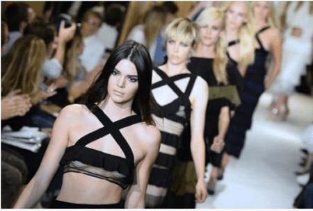 Kendall  estará pronto en todos lados: revistas, afiches o spots publicitarios para alabar las cremas y maquillajes del gigante estadounidense de los cosméticos