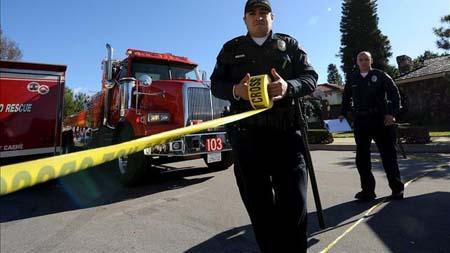 El alcalde de la ciudad, Andy Berke, dijo durante una rueda de prensa de autoridades locales que cinco personas resultaron muertas incluyendo al atacante, y que un agente de policía fue llevado a un hospital tras haber sido herido en un tobillo