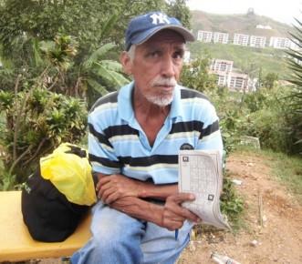 López enmarcó que la vía principal y los callejones que conforman el sector están minados de cráteres
