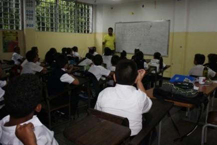 Todos los estudiantes disfrutan del Programa de Alimentación Escolar de Miranda