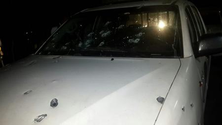 El vehículo donde se desplazaban los efectivos policiales