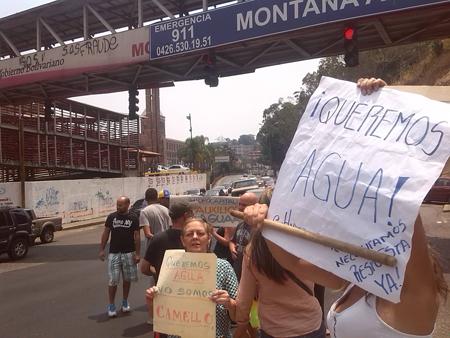 Afectados mostraron carteles alegóricos de la situación