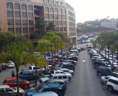 Funcionarios de seguridad del centro Comercial La Cascado frustraron el hurto de un vehiculo