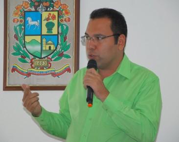 """Medina: """"Esta propuesta tiene carácter temporal, mientras el Gobierno estimula el aparato productivo nacional""""."""