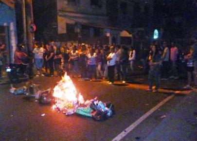 Trancaron la calle repudiando los actos vandálicos escenificados diariamente en el sector