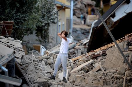 Al menos 159 muertos   por fuerte sismo en Italia