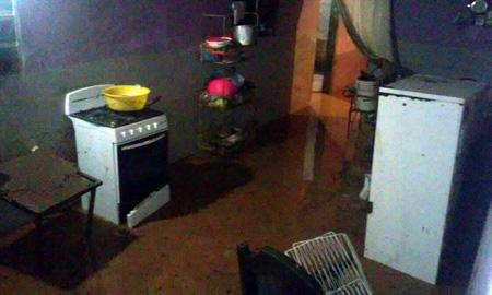 Diversas viviendas padecieron por el desbordamiento de la quebrada