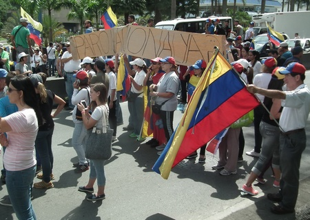Protesta generó kilométrica cola en ambas direcciones