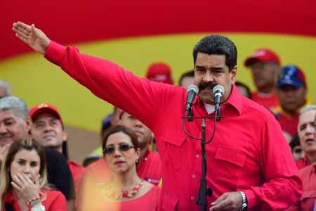 """El presidente Nicolás Maduro convocó a los miembros del Consejo de Defensa de la Nación a una reunión para evaluar """"el golpe parlamentario que buscan ejecutar los diputados opositores""""."""