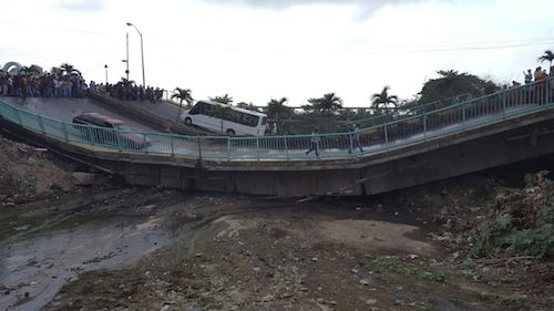 El puente colapsó el martes