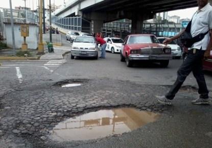 Habitantes de la parroquia Los Teques se quejan por la gran cantidad de basura que hay en las principales vías de comunicación y comunidades que afea la zona