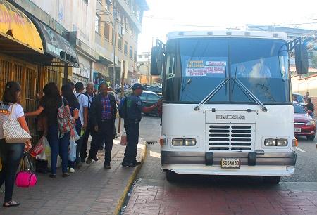 La ruta cuenta únicamente con una sola unidad de transporte que no logra cubrir la demanda de pasajeros que se trasladan hasta las zonas aledañas del sector