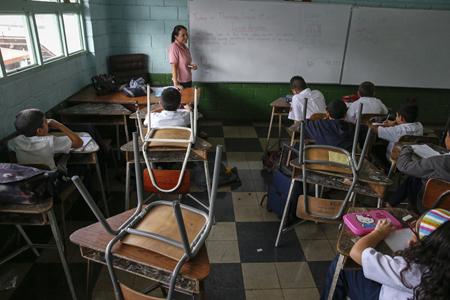 Vacías están quedando las aulas debido a la crisis alimentaria