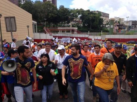 González aseguró que los centros de votación podrían cambiar en las próximas horas por lo que pidió estar atentos a las redes.