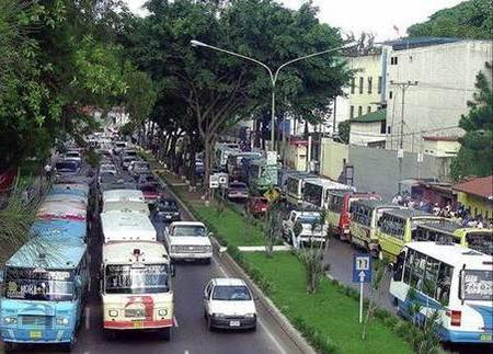 Transportistas de los Altos Mirandinos en aprietos por costo de cauchos y repuestos. Foto: Deisy Peña.