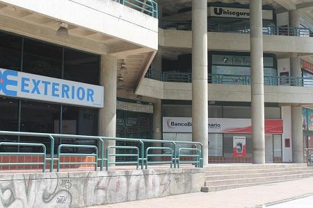 Los principales centros comerciales de la zona no abrieron sus puertas al público.