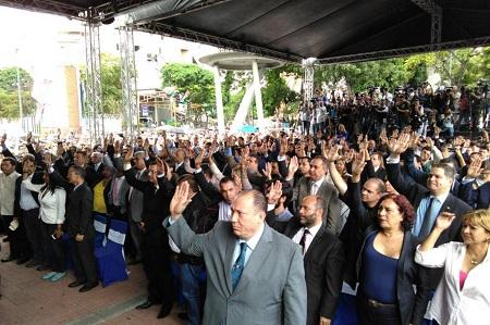El Parlamento juramentó a los nuevos jueces que administrarán el Poder Judicial en la plaza Alfredo Sadel. Foto: El Nacional.