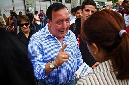 """Rodríguez felicitó al abanderado de la alianza Primero Justicia, Voluntad Popular y Acción Democrática """"por recibir confianza de los mirandinos para reconstruir a Venezuela""""."""