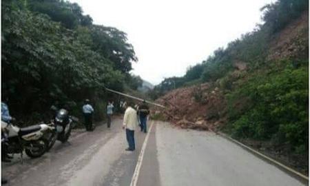 Fuertes precipitaciones provocaron derrumbe que incomunicó Altos Mirandinos