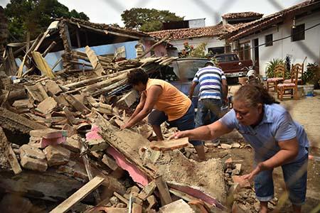 El sismo ocurrióa las23H49 locales del jueves (04H49 GMT del viernes) cerca de la localidad de Tonalá (Chiapas), a unos 100 km de la costa y a una profundidad de 19 km.