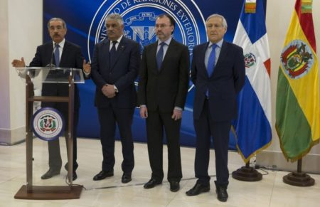 Presidente Maduro firma acuerdo por la paz y la convivencia pacífica